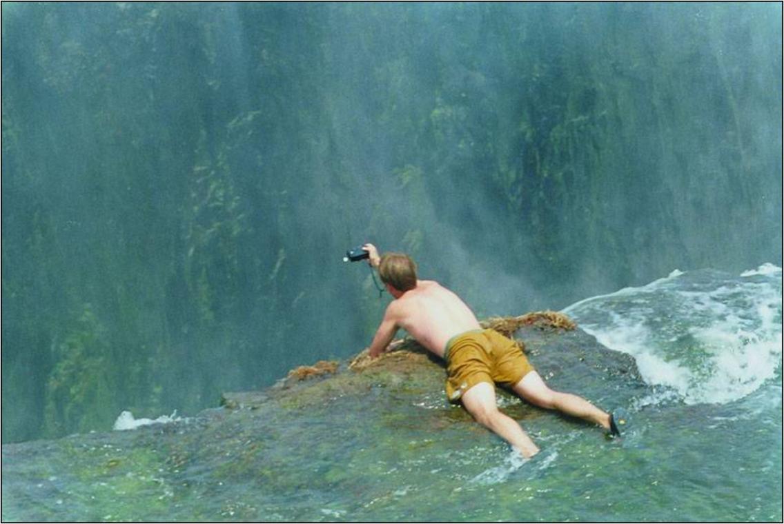 Devils_Pool_Victoria_Falls_Zambia_Zimbabwe_photo_thesuiteworld